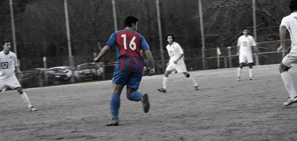 Alberto desmarcándose frente al Marino en casa. Fuente: Daniel Vazquez Ambroa